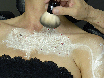Brush the powder away from 'white henna' paste