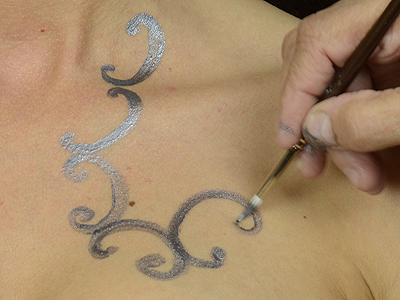 Apply silver Temptu to create silver henna