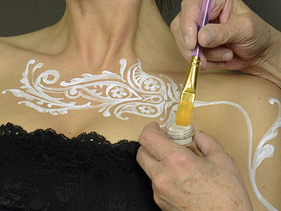 add gilding powder to Temptu to create 'white henna'