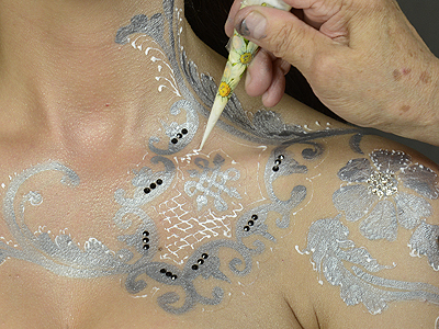 apply white henna paste to the silver henna