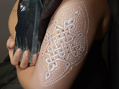 Complex pattern in 'white henna'